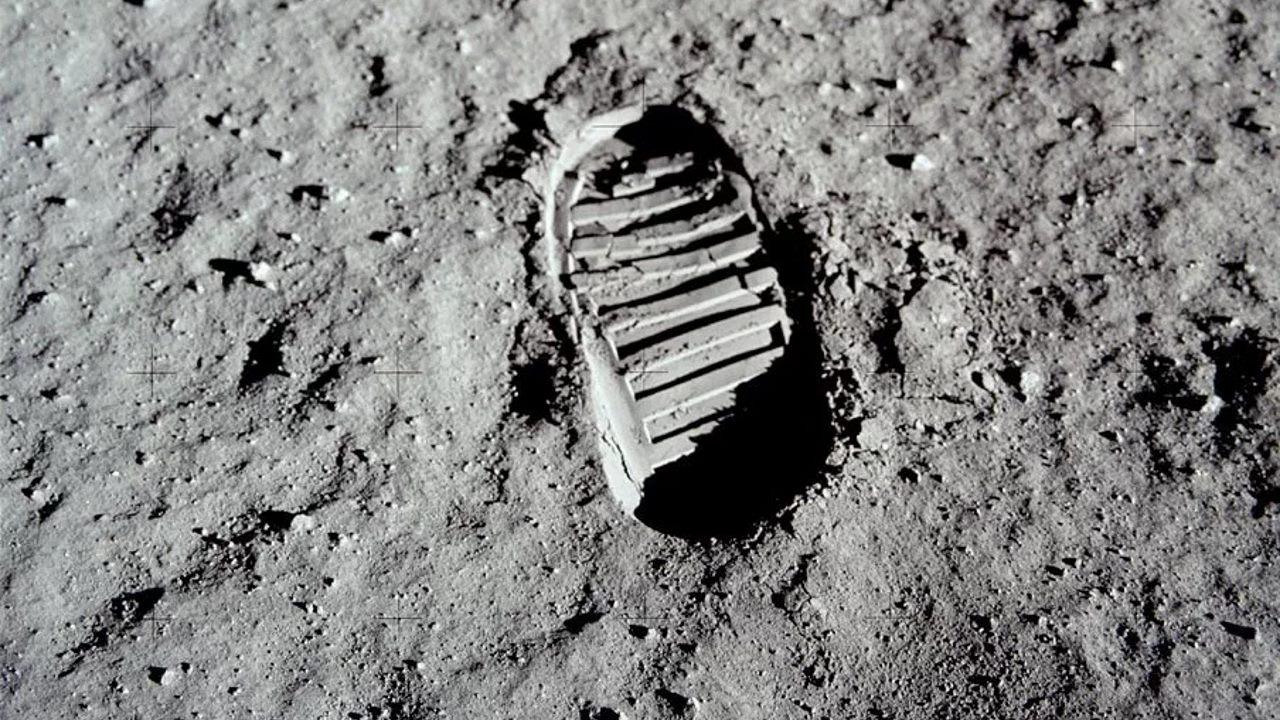След на Луне